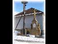 Obec Lejšovka v Polabí, zvonička s křížkem, návesní rybník