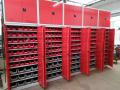 Kovové dílenské skříně a stoly skladem – široké využití a výborná kvalita