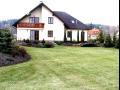 Založení a úprava trávníků - výsev trávníku a pokládání trávních koberců včetně sečení a ochrany