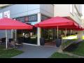 Restaurace s bowlingem, bezbariérovým přístupem, letní terasou