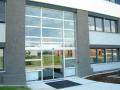 Hlin�kov� prosklen� konstrukce fas�dy v�kladce okna dve�e Hradec