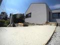 Bílý beton na vstupní cestě rodinného domu od betonárny Praha 5 Radlice