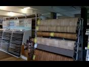 Koberce, PVC podlaha v rolích a metráží, vinyl dílce - široký sortiment za super ceny