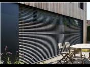 Venkovní hliníkové žaluzie s plynulou regulací světla ochrání před sluncem