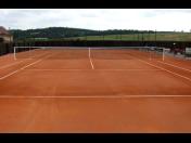 Výstavba vnitřních i vnějších tenisových kurtů z kvalitních sportovních povrchů