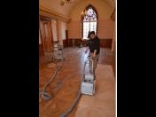 Renovace dřevěných, elastických i pružných podlah s profesionálními stroji, oleji a laky