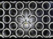 Dodávka a prodej svařovaného černého potrubí – závitové a tlakové trubky