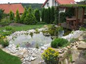 Realizace zahradního jezírka, zahrady a okolí domu