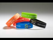 Silikonové náramky – módní doplněk i efektivní způsob propagace