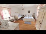 Ubytování ve vinařské oblasti – penzion a apartmán s vinným sklepem