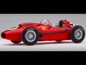 Modely závodních aut Ferrari propracované do nejmenších detailů