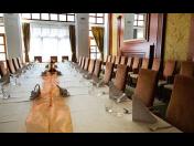 Komfortně vybavený konferenční sál – pronájem prostor pro firemní školení, pracovní jednání, výběrová řízení a semináře