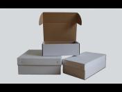 Skládací kartónové krabice pro výrobce určené k zabalení zboží