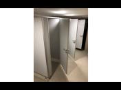 Rychlé řešení pro sociální zázemí budov - výroba a prodej sanitárních, WC příček BL 13-3 HPL, BL28