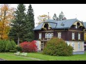 Vychutnejte si ubytování v luxusních apartmánech v horském prostředí, soukromou vířivku i bazén v ceně
