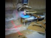 Abrazivní řezání vodním paprskem na CNC stroji – nerez, ocel, sklo, dřevo a další materiály