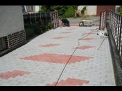Položení zámkové dlažby na chodníky či příjezdové cesty, přadlažba chodníků