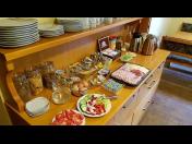 Chutné a vydatné snídaně v podobě švédských stolů v rámci ubytování u Valtického zámku