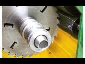 Omítací a rozmítací pila k dělení dřevěných polotovarů Trutnov, výroba a servis dřevařských strojů