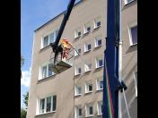 Čištění střech a fasád výškových budov z vysokozdvižné plošiny