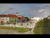Město Hrušovany nad Jevišovkou poblíž hranic s Rakouskem, turistická destinace, empírový zámek