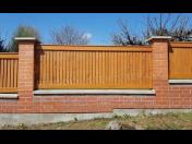 Dřevěné ploty na klíč Pardubice, repliky historických plotů, renovace dřevěných plotů, montáže plotů