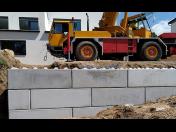 Betonové bloky pro výstavbu opěrných zdí - vhodné na zahrady, terasy k rodinným domům