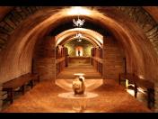 Řízené degustace vína ve vinném sklepě či degustační místnosti včetně ubytování se snídaní