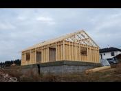 Dřevěné konstrukce, výroba trámových konstrukcí Náchod, montované domy, roubenky, krovy