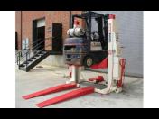 Zvedací zařízení pro vysokozdvižné vozíky - plošinové zvedáky, přízvedy a sloupy