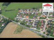 Zajistíme bezpečný a rychlý prodej pozemků pro bydlení, komerční výstavbu, sklady i zemědělské pozemky