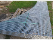 Zakázková výroba pozinkovaných pororoštů a schodišťových roštů