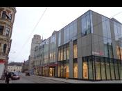Profesionální opláštění komerčních, kancelářských budov a výrobních hal pomocí fasádních plášťů