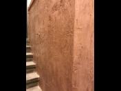 Odolné betonové stěrky s různými vzory - originální designové povrchy stěn