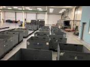Průmyslové mytí MAXI plastových boxů Kopřivnice, čištění plastových palet, krytů palet, KTP boxů