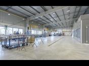 Lakování nábytku, garážových vrat, disků kol a průmyslových výrobků