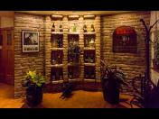 Prohlídka vinných sklepů a historického prezentačního sklepa s archivem vín
