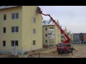 Pronájem montážních plošin Brno, pracovní plošiny až do výšky 30 metrů, bezpečné pracovní plošiny
