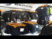 Motorkářské oblečení a příslušenství – přilby, moto kalhoty a rukavice