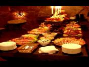 Soukromé a rodinné oslavy s pohoštěním ve vinném sklepě s možností ubytování