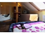 Apartmán s perličkovou vanou s masážními tryskami s možností degustace vína
