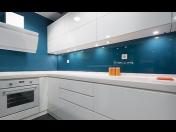 Výroba grafických skleněných obkladů do koupelen a kuchyní na míru