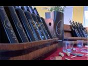 Lahvová a sudová vína z moravského rodinného vinařství – nákup ve vinotékách nebo přes e-shop