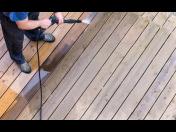 Hloubkové, strojové čištění dřevěné terasy, fasády jako prevence proti špíně, růstu mechu, hub