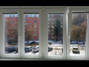 Kompletní jarní úklid - pečlivé mytí oken, čištění koberců a nábytku