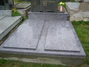 Opravy a rekonstrukce pomníků a náhrobků - realizace na zakázku, zvýraznění písma