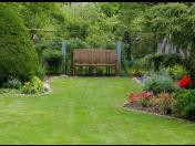 Kosení, sečení trávy, trávníku, tvarování, stříhání živých plotů