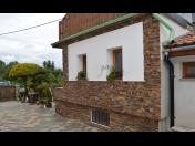 Vnitřní a venkovní štípané obklady schodiště - obložení domů a zahrad na zakázku
