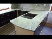 Kuchyňské, koupelnové vyhřívané stoly a žulové desky na míru  - široká škála dekoru