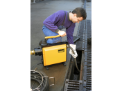 Čištění odpadního potrubí se strojem REMS Cobra 22/32 je snadné, kvalitní a dlouhodobé